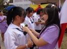ผู้อำนวยการและครูกลัดดอกไม้ให้กำลังใจนักเรียน ม.3 , ม.6_10