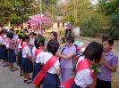 ผู้อำนวยการและครูกลัดดอกไม้ให้กำลังใจนักเรียน ม.3 , ม.6_5